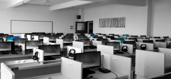 Die sauberen Büroräume durch eine professionelle Firma