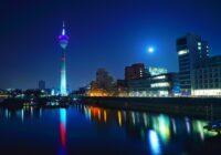 Metropole Düsseldorf bei Nacht